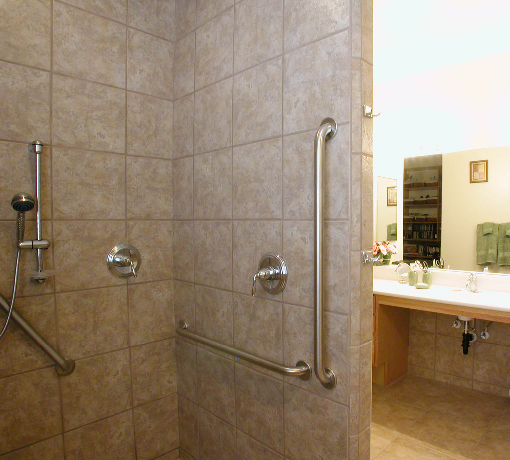 Bathroom Grab Bars For Elderly >> Bath Safety for Seniors in the San Fernando Valley - Accredited Home Care
